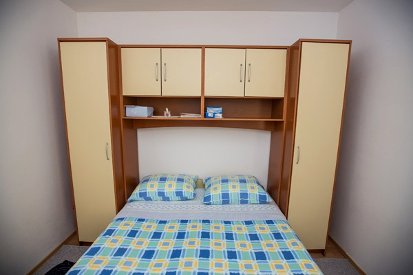 AP1 bedroom with french bed for 2