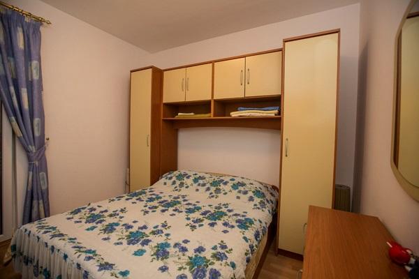 AP4 bedroom
