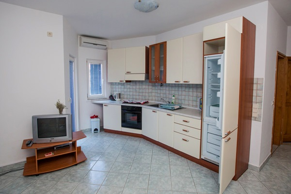 AP4 big kitchen