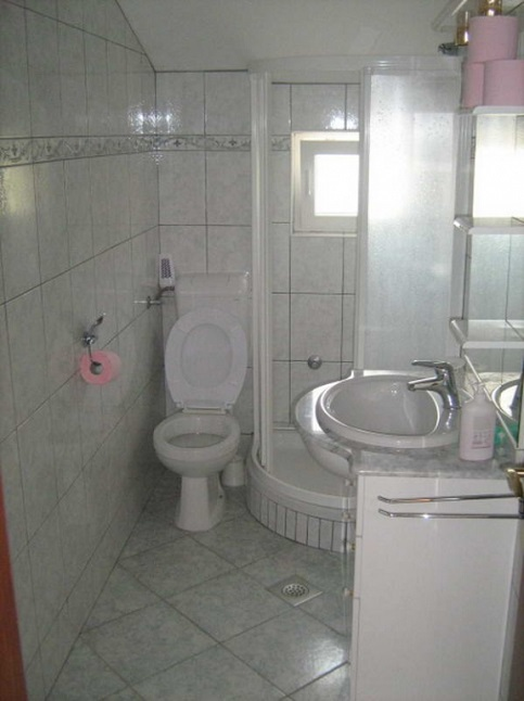 AP4 bathroom