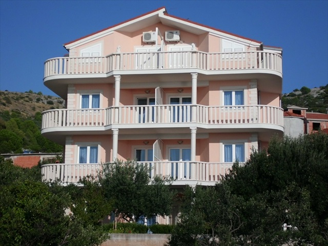 villa marija frontal view